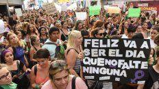 Populosa concentración y marcha por el Día de la Mujer, el año pasado, en Rosario.