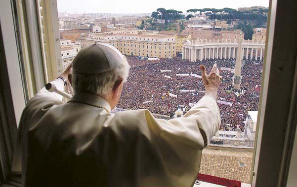 """""""Estaremos siempre cerca"""". El Papa se dirigió a los fieles desde la ventana de su estudio"""