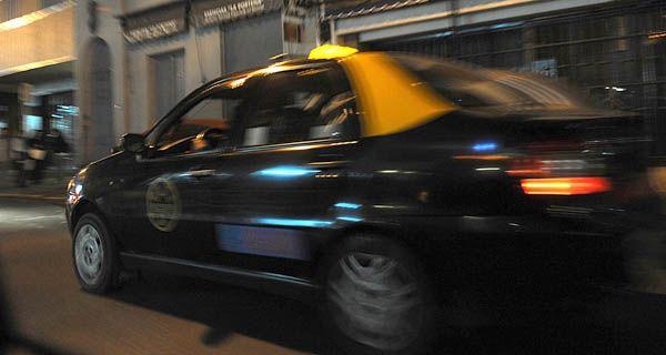 Los dueños de taxis dicen que no quieren que se saque el efectivo de arriba del auto