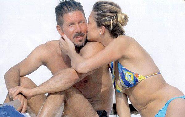 Simeone se mostró muy acaramelado con su joven novia