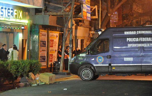 En el barrio. Efectivos de la Policía Federal durante el operativo desarrollado en horas de la madrugada.