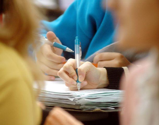 Muchos jóvenes que eligen una carrera de nivel superior ven frustrados sus estudios por no comprender lo que leen. (Foto: S. Toriggino)