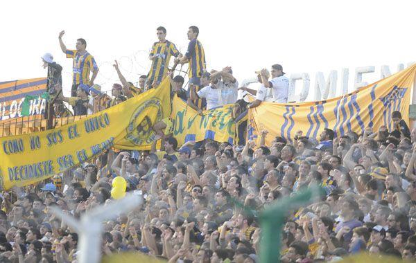 El canalla contó con el acompañamiento de una multitud que se dio cita en el estadio de Sarmiento. (Foto: Gustavo de los Ríos)