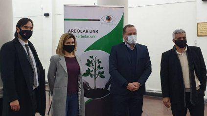 Matías De Bueno,Claudia Kalinec,Gustavo Solari y el rector de la UNR, Franco Bartolacci.