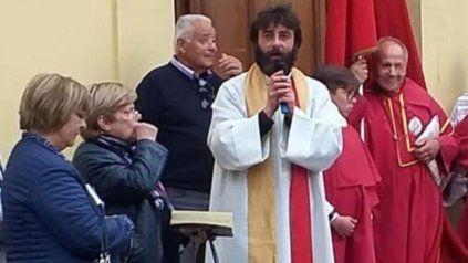 El cura párroco Riccardo Ceccobelli, sacerdote de la diócesis de Massa Martana, en Italia.