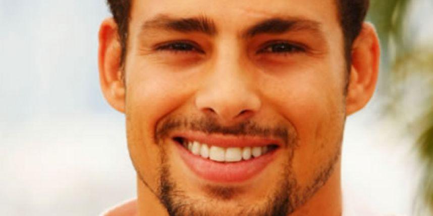 Cauã Reymond es un galán que rompe corazones argentinos y brasileños.