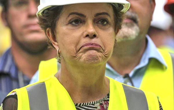 Otros tiempos. Dilma visita una planta fabril brasileña
