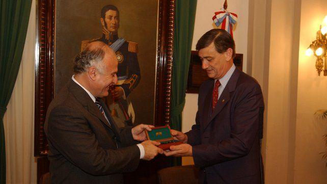 El 10 de diciembre de 2003 Lifschitz recibe las llaves de la ciudad de su predecesor, el también socialista Hermes Binner.