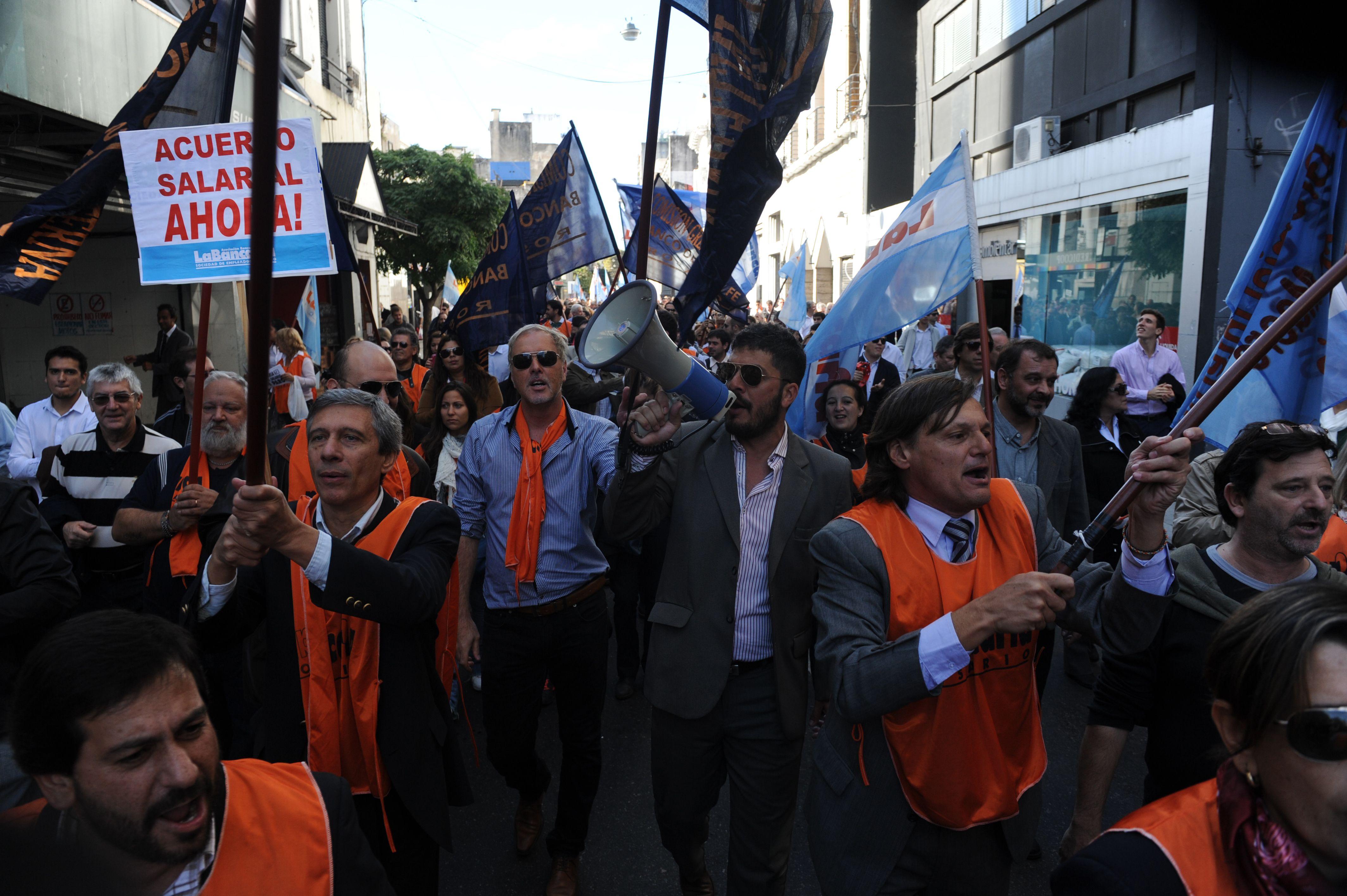 Los empleados bancarios de Rosario bloquearán el Tesoro Regional del BCRA para afectar el funcionamiento de los transporta caudales. (Foto de archivo)
