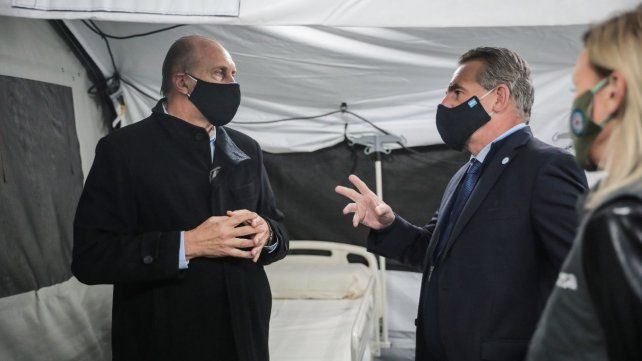 El gobernador Omar Perotti junto al ministro de Defensa
