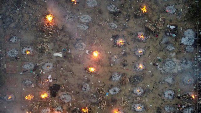 Espeluznante. Cremaciones masivas en Nueva Delhi.