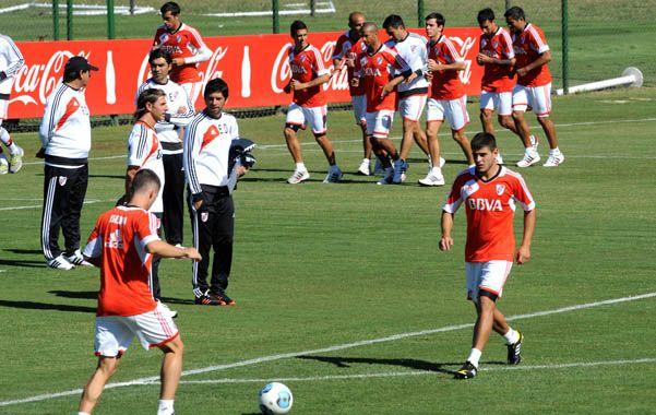Llamativo. El uruguayo Mora ocupó el lugar de Sánchez en la práctica.