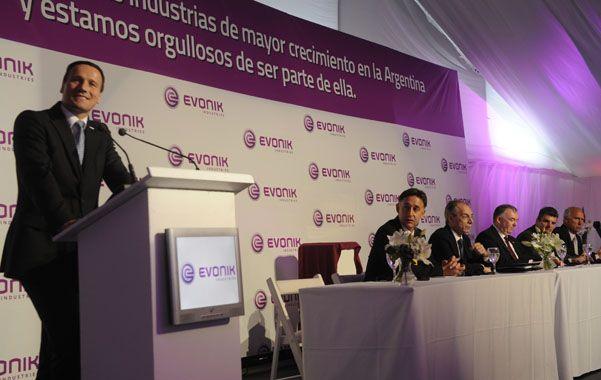 A pleno. Los máximos directivos de Evonik dieron por inaugurada ayer la producción en Puerto San Martín.