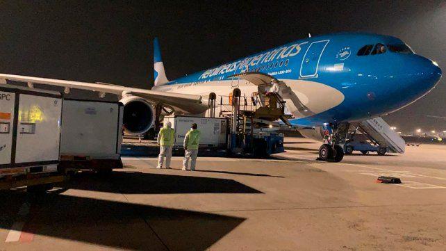 Llega esta noche otro avión de Aerolíneas con un millón de dosis de Sinopharm