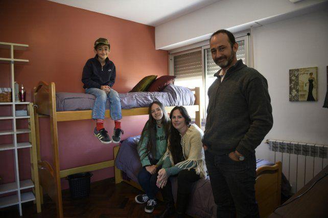 La pareja de Bárbara y Mauro junto a sus hijos Regina y Genaro. El más chico