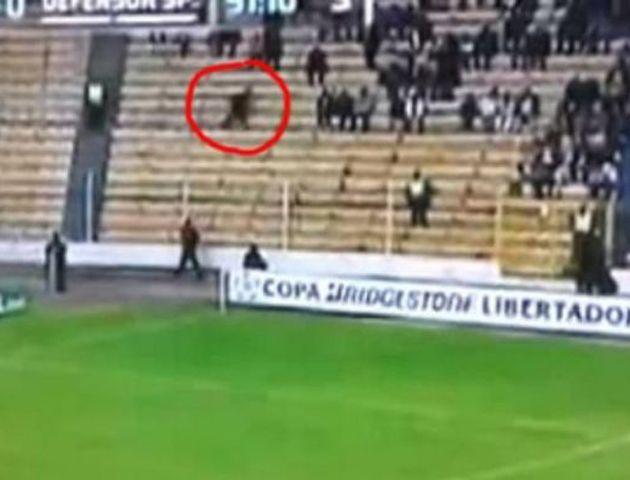 ¿Un fantasma ronda las tribunas de un estadio de fútbol en Bolivia?