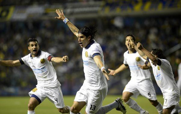 Abreu se desahoga después de marcar el gol del empate. El uruguayo