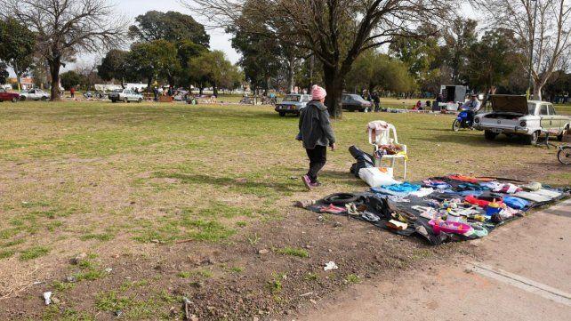El sector del parque Oeste donde ocurrió el crimen. Esta mañana el lugar era ocupado por feriantes.