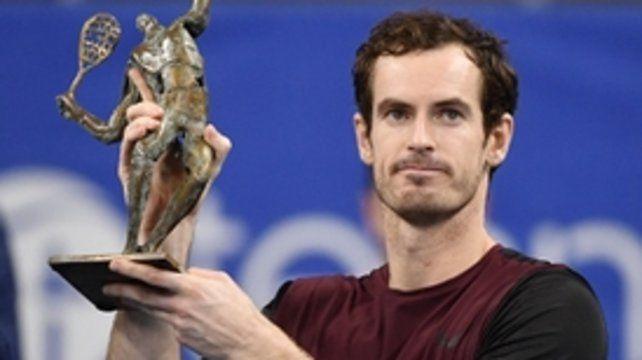 En Amberes. Andy Murray y su trofeo.