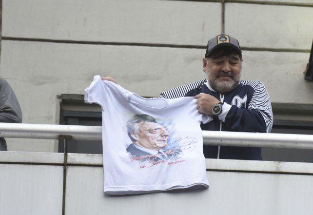 Newells y Maradona, un reencuentro a corazón abierto en Rosario