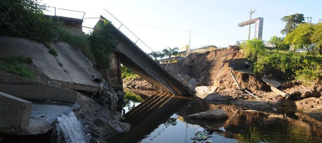 Así se encuentra hoy el puente entre San Lorenzo y Puerto San Martín. (Foto: N. Juncos)