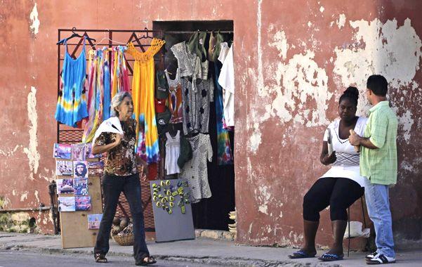 Duró poco. Las prendas y otros artículos importados deberán desaparecer de los modestos comercios habaneros.