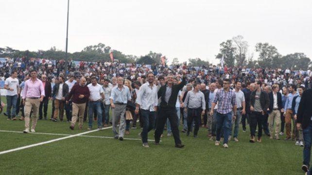 Cepa rosarina. No es una invasión de cancha. Son ex Pumas y Pumitas que ofrendó el rugby local y que ayer tuvieron su homenaje.