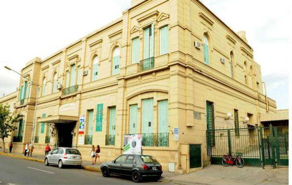 El hospital donde está internada la joven.