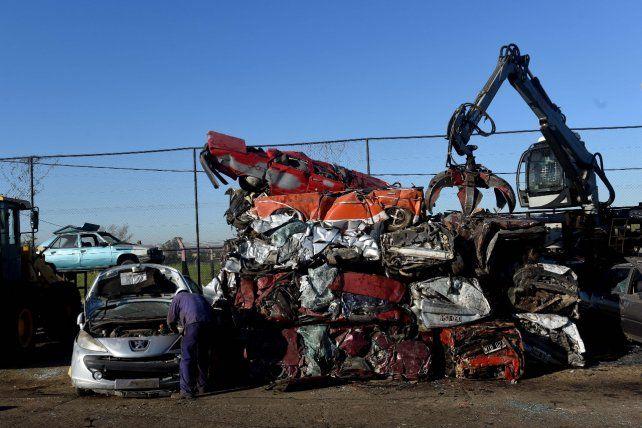 Los autos abandonados en la calle serán compactados una vez cumplido el plazo de reclamo en Venado Tuerto.