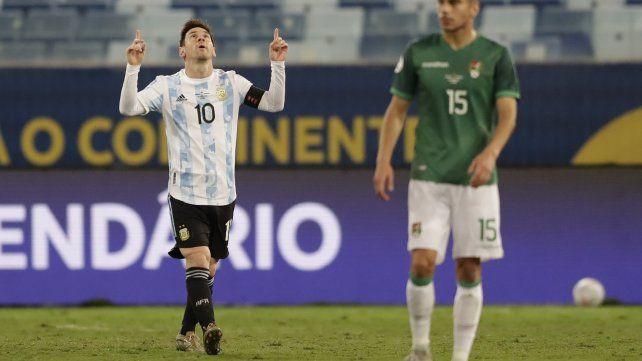 El argentino Lionel Messi celebra el segundo gol de su equipo ante Bolivia. AP Photo / Andre Penner.