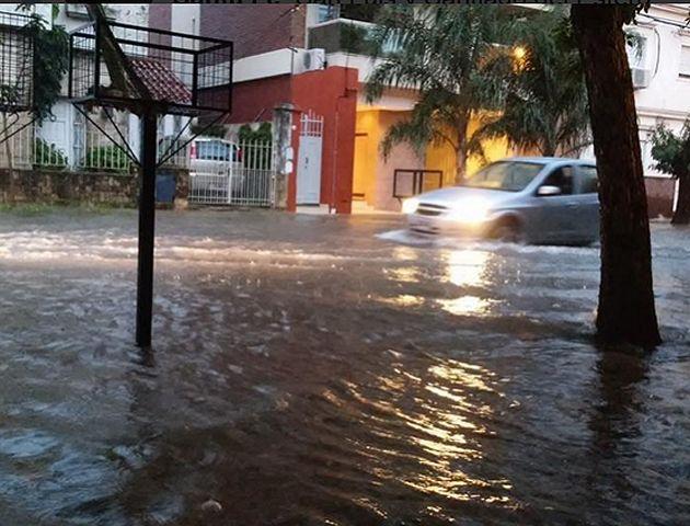Existen ciudades con 200 milímetros de agua caída