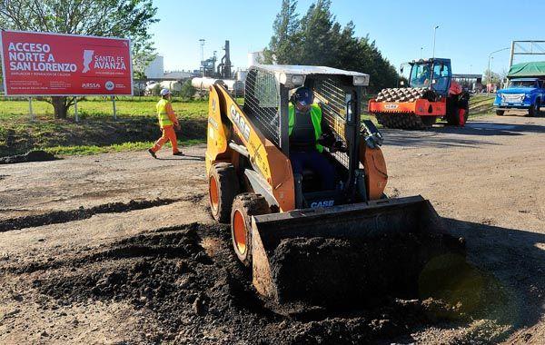 Hoy se iniciaron las obras en el acceso norte de San Lorenzo desde la autopista. El gobernador anunció obras viales estratégicas para el Cordón Industrial.
