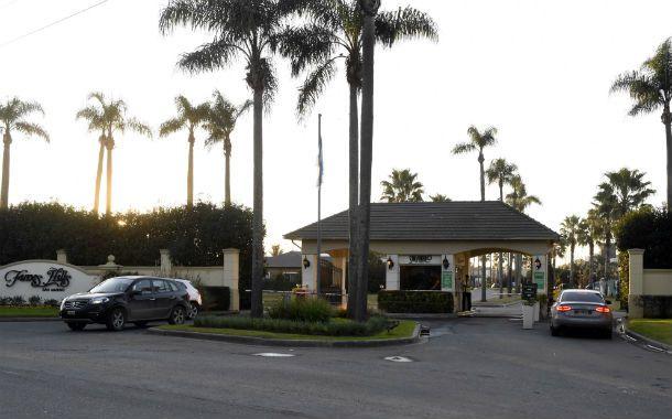 Osados. Los ladrones entraron al condominio San Marino de Funes Hills rompiendo el cerco desde una casa contigua donde el alambrado estaba a la vista.
