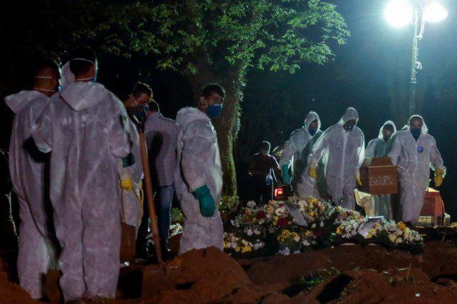 Una entierro en el cementerio municipal Vila Formosa de San Pablo.