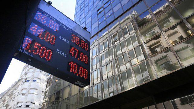 En baja. La depreciación del dólar en Brasil contagió a la plaza argentina.
