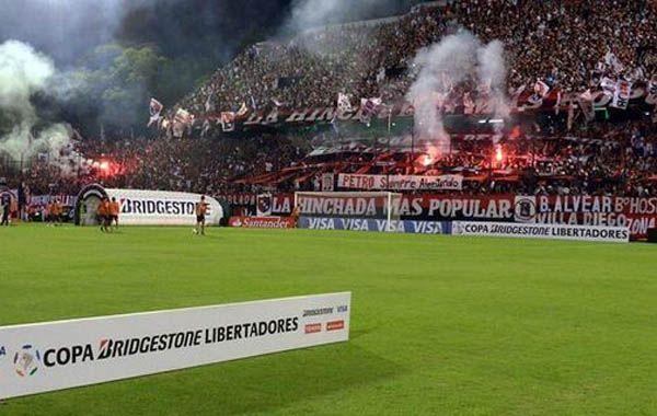 El uso de bengalas en el partido ante Nacional motivó la sanción de la Conmebol.