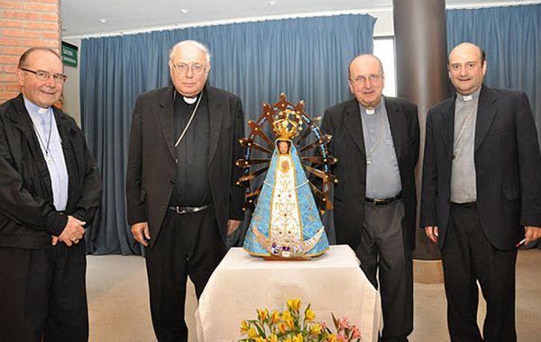 monseñor Arancedo junto a miembros de la Conferencia Episcopal.