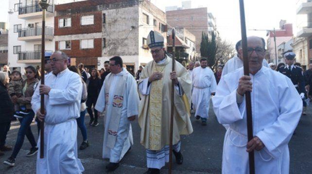 caminata. El arzobispo de Rosario