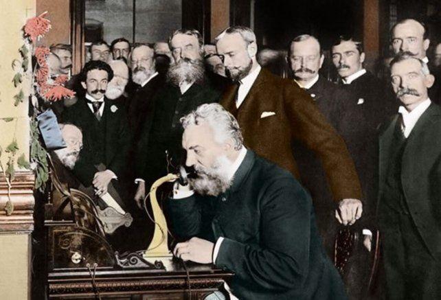 La primera llamada realizada en 1876 por Alexander Graham Bell en Boston, Estados Unidos.
