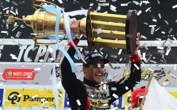 """Al fin soy campeón del Turismo Carretera. Lo que cuesta vale. Estoy inmensamente feliz"""""""