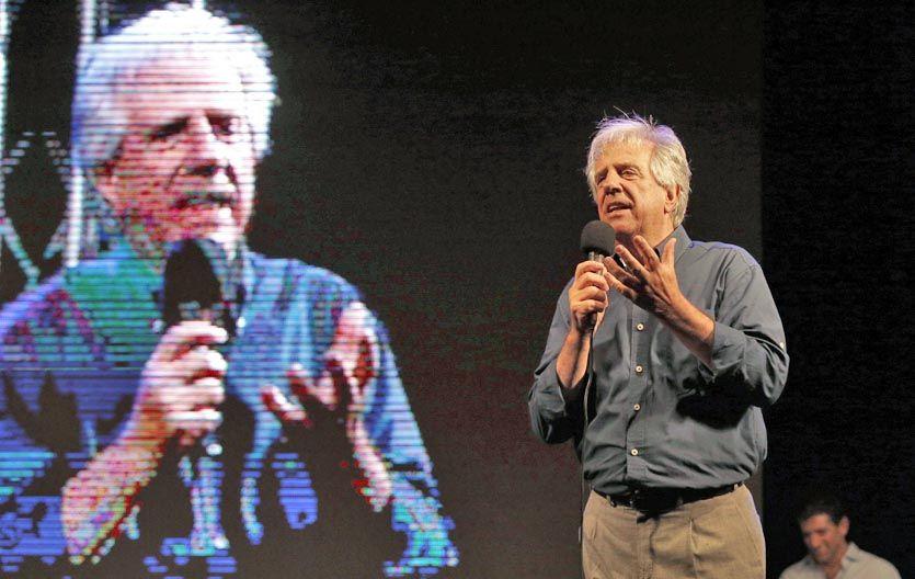 Cierre. Tabaré Vázquez durante el acto de cierre la noche del viernes en Montevideo. Va por una segunda presidencia.
