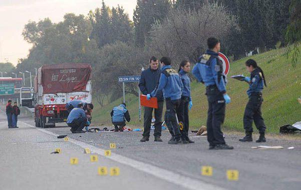 Escena. Los policías del distrito de Guaymallén haciendo las comprobaciones ayer a la mañana.