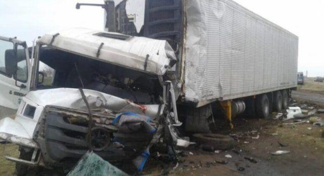 Un camionero de Casilda falleció en un impactante choque de camiones en la ruta 9