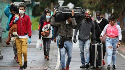 Migrantes venezolanos cruzan hacia Colombia. El flujo de exiliados no cesa