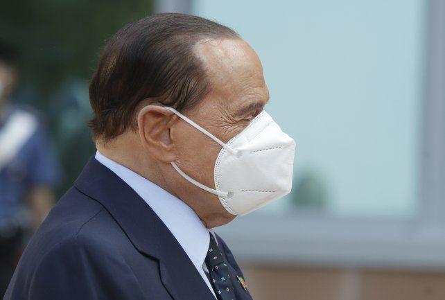 Berlusconi superó el Covid y salió del hospital