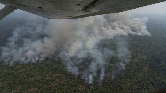 El fuego consume un área de bosque cercana a Porto Velho. La deforestación a lo largo del año avanzó sobre unas 900 mil hectáreas.