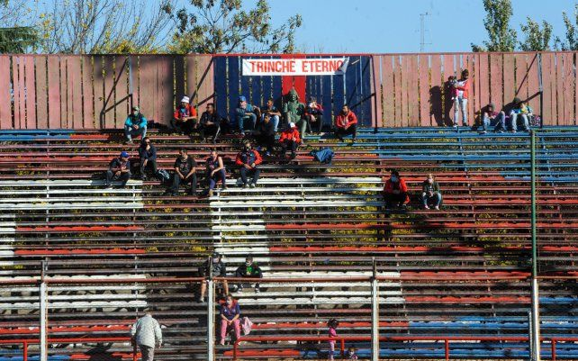 Un pequeño grupo de aficionados del fútbol del ascenso se hizo presente en el Gabino Sosa para presenciar el partido entre Central Córdoba y Atlas. Perdió 4 a 1