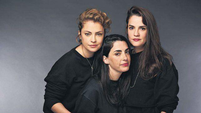 Dolores Fonzi y Pilar Gamboa junto a Constanza Novick