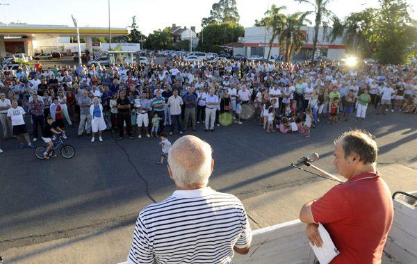 Los vecinos de Fisherton y otros barrios d ela zona oeste reclamaron airadamente por más seguridad. (Foto: H. Río)
