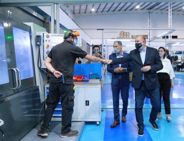 El gobernador Perotti recorriendo las instalaciones de la empresa de biotecnología Terragene